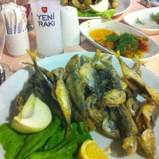 5/27/2012 tarihinde Teoman T.ziyaretçi tarafından Çapari Restaurant'de çekilen fotoğraf