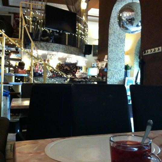 7/7/2012 tarihinde Лизаветийziyaretçi tarafından Café Bon Apрétit'de çekilen fotoğraf