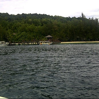 Photo taken at Manukan Island Jetty by Faizal I. on 3/4/2012