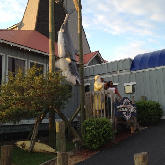 Photo taken at The Original Benjamin's Calabash Seafood by Amber T. on 8/25/2012