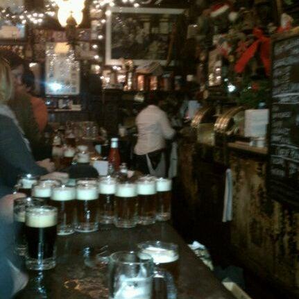 Photo prise au McSorley's Old Ale House par Sherry le12/14/2011