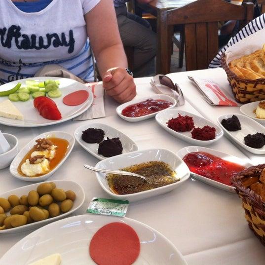 8/20/2012 tarihinde eda onalziyaretçi tarafından Çamlı Kahve'de çekilen fotoğraf