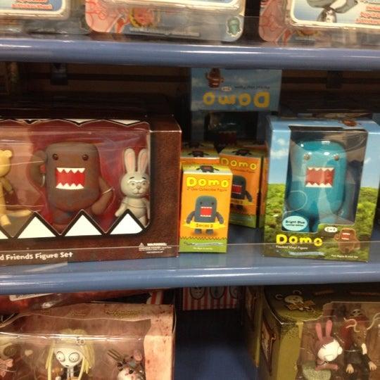 Photo taken at Barnes & Noble by Eduardo T. on 4/6/2012