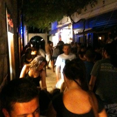 รูปภาพถ่ายที่ Körfez Bar โดย Esra S. เมื่อ 8/4/2012