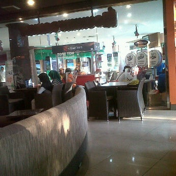 Photo taken at Dunkin Donuts by Eduard d. on 9/9/2011