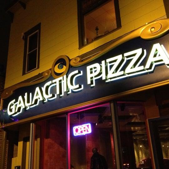 Foto tomada en Galactic Pizza por grow_be el 4/16/2012