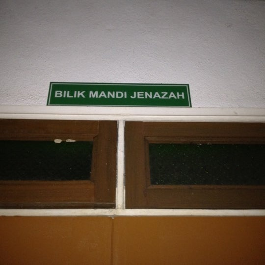 Photo Taken At Bilik Mandi Jenazah Kolej Malaya By Zul F On 1
