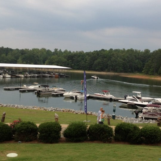 Photo taken at Fish Tales Lakeside Grille by Charmion 🍸💋🌹 S. on 8/4/2012