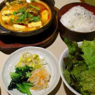 Foto tomada en 焼肉 ばりばり亭 por kzou el 11/18/2011