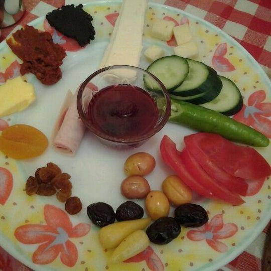 5/2/2012 tarihinde Meltem A.ziyaretçi tarafından Café Faruk'de çekilen fotoğraf