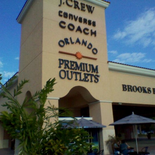 Photo taken at Orlando Vineland Premium Outlets by André S. on 12/9/2011