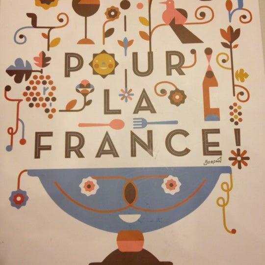 Photo taken at Pour La France by Arturo L. on 2/20/2012
