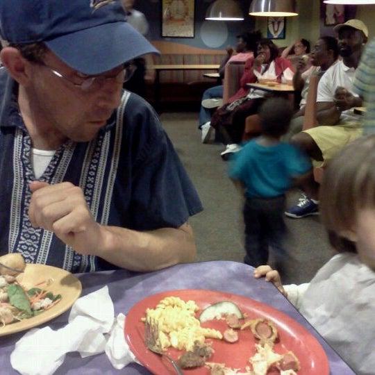 Photo taken at Stonefire Pizza Company by Shana M. on 9/10/2011