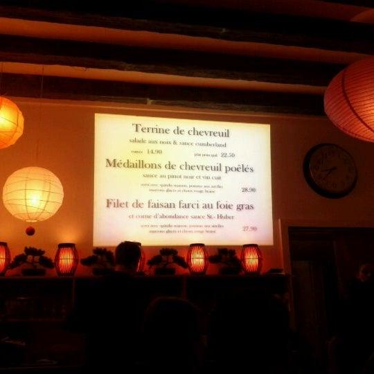 Photo prise au Demi Lune Café par Naully N. le12/1/2011