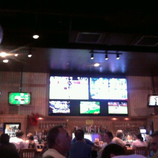 Photo taken at Buffalo Wild Wings by ClydeHyde on 6/4/2011