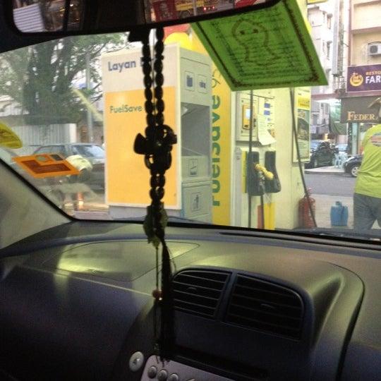 Photo taken at Shell (Hock Hoe Hin Hong Kee Sdn. Bhd.) by Qaseh Chenta N. on 5/3/2012