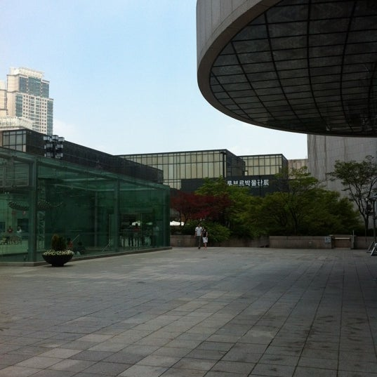 Photo taken at Seoul Arts Center by 권 석. on 6/17/2012
