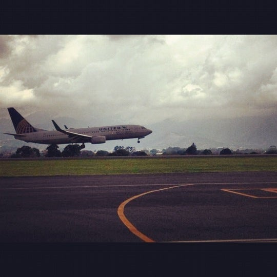 Photo taken at Gate 5 Aeropuerto Internacional Juan Santamaria by Edwin Vargas R. on 4/22/2012