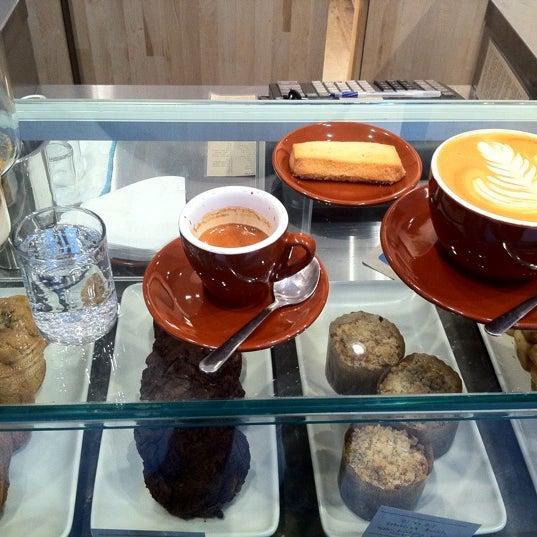 Снимок сделан в Blue Bottle Coffee пользователем Devora S. 2/29/2012