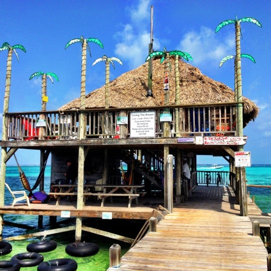 Where's Good? Holiday and vacation recommendations for Ambergris Caye, Belize. What's good to see, when's good to go and how's best to get there.