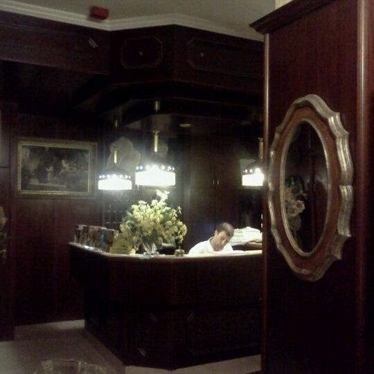 Das Foto wurde bei Hotel Urania von Nikita G. am 7/25/2011 aufgenommen