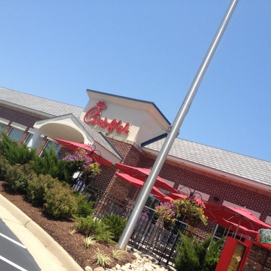 Photo prise au Chick-fil-A par Alex R. le6/30/2012