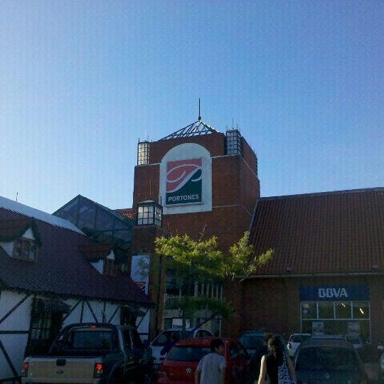 Das Foto wurde bei Portones Shopping von Alejandro D. am 12/26/2011 aufgenommen