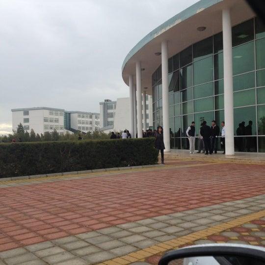 3/6/2012 tarihinde Onur Y.ziyaretçi tarafından Eğitim Sarayı'de çekilen fotoğraf
