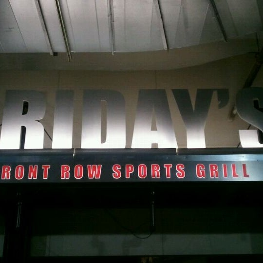 Photo taken at TGI Fridays Front Row Sports Grill by James W. on 2/15/2012