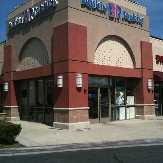 """Perhaps the most disappointing find on my recent trip out to Albany was the current state of the Clifton Park Center, long one of my favorite malls in the area. It's sadly fallen prey to the """"lifestyleing"""" disease. Seriously, what does such a halfhearted, faux-Main Street set up really offer, anyway? I ."""