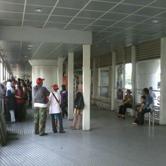 Photo Taken At Halte TransJakarta Kampung Melayu By Abdi K On 9 1