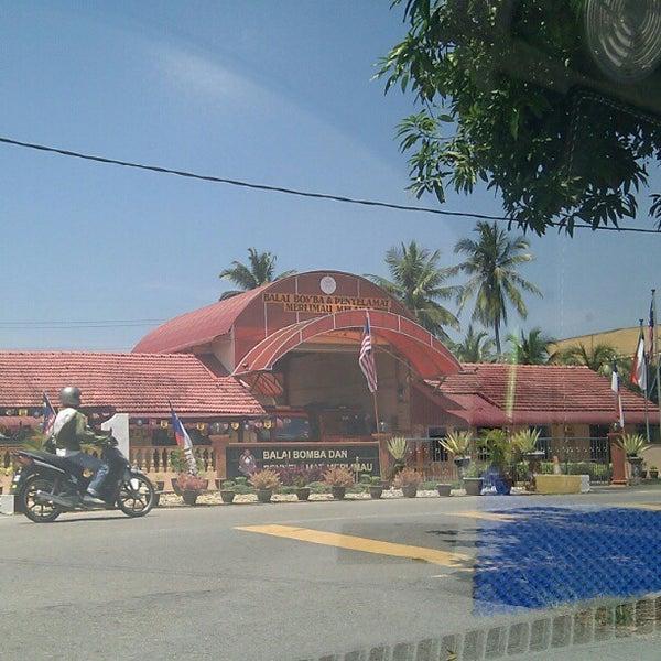 Photo taken at Pekan Merlimau by Harisfazillah J. on 8/22/2012