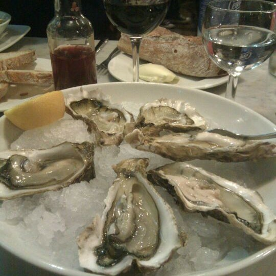 Photo prise au Restaurant de l'Ogenblik par Jeremy L. le12/28/2011