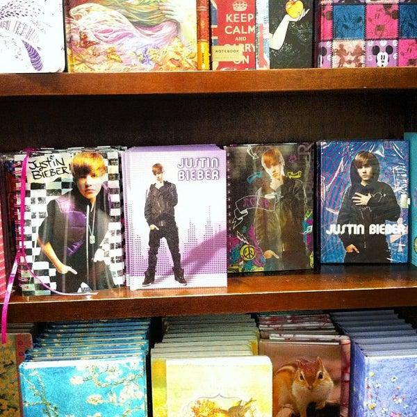 Foto tomada en Barnes & Noble por Juston P. el 3/18/2012