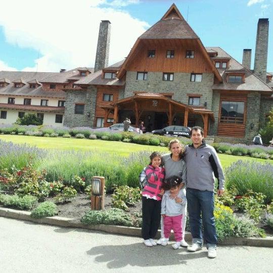 Foto tomada en Llao Llao Hotel & Resort por Fernando V. el 1/31/2012
