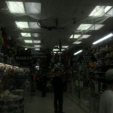 Photo taken at Hollywood Toys & Costumes by Shok on 3/18/2012