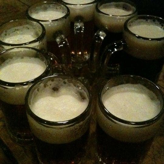 Photo prise au McSorley's Old Ale House par Ruthie B. le4/19/2011