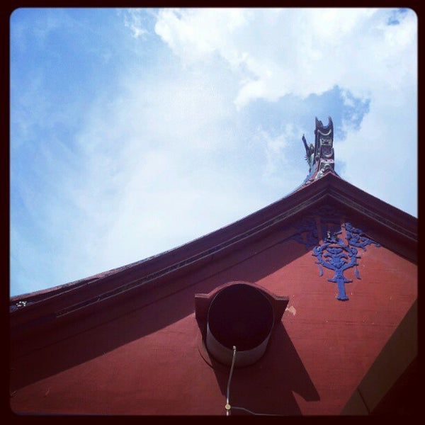 Photo taken at Kuan Yin Temple (觀音亭 Goddess of Mercy) by Pc O. on 4/29/2012