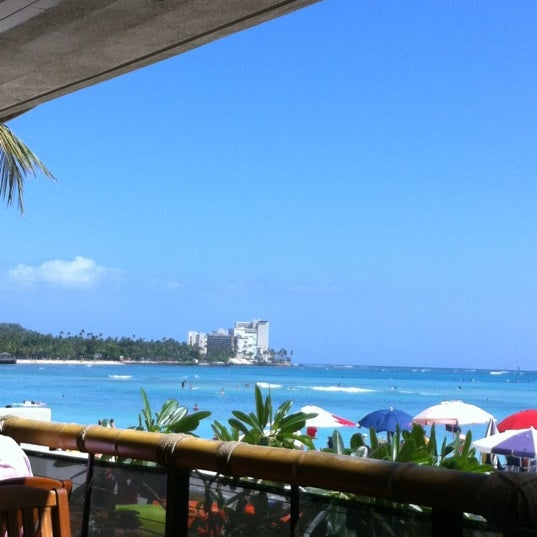 Photo taken at Duke's Waikiki by Bonny P. on 5/12/2012