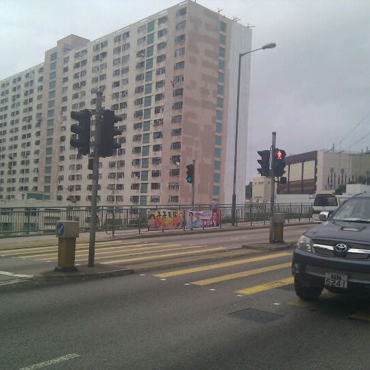 Photo taken at Ho Fung College (sponsored by Sik Sik Yuen) 可風中學(嗇色園主辦) by wandersick on 3/15/2012