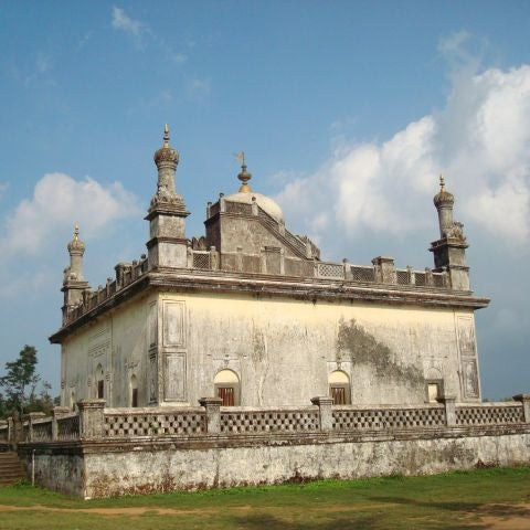 If you are visiting Coorg then do not forget to keep at least half day for a visit to Bylakuppe.... http://bit.ly/xsrfYK