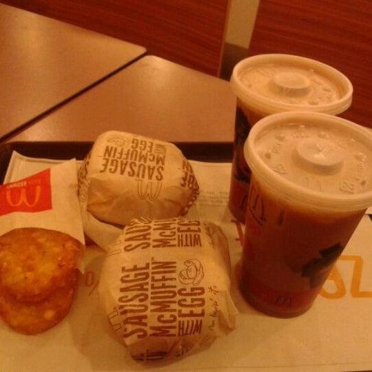 Photo taken at McDonald's / McCafé by Iskandar S. on 9/7/2011