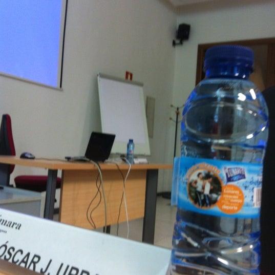 Foto tomada en Cámara de Comercio e Industria por Oscar U. el 6/23/2012