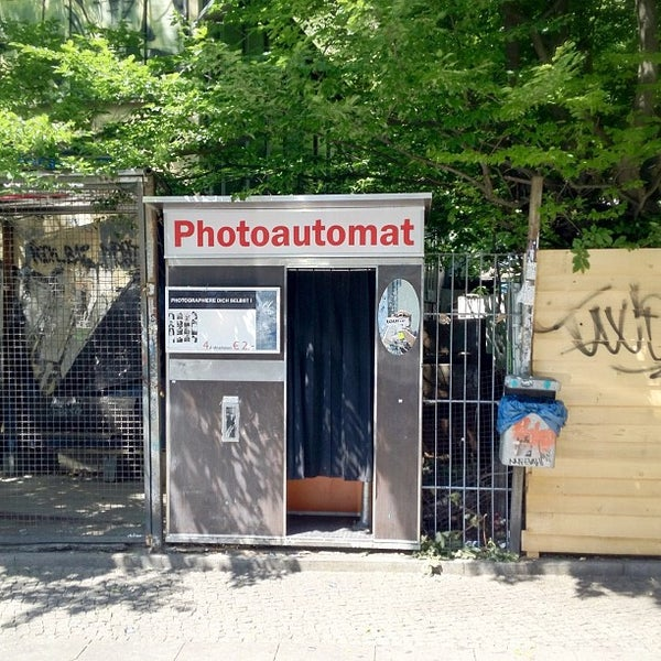 photoautomat photo booth photography lab in kreuzberg. Black Bedroom Furniture Sets. Home Design Ideas
