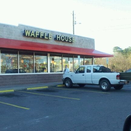 Photo taken at Waffle House by Dean P. on 11/24/2011