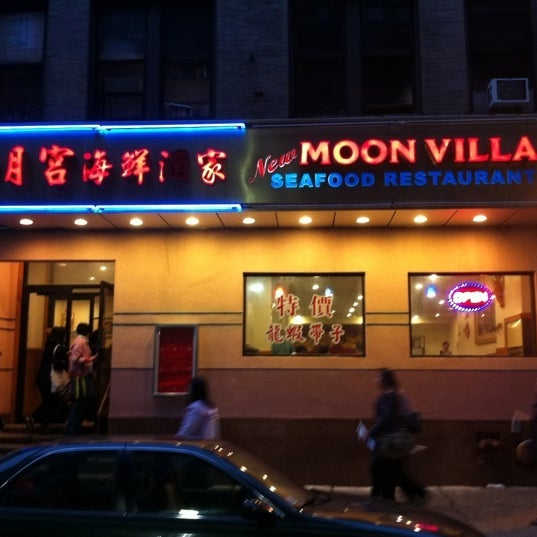 Photo taken at Moon Villa Restaurant by Nue 2. on 10/1/2011