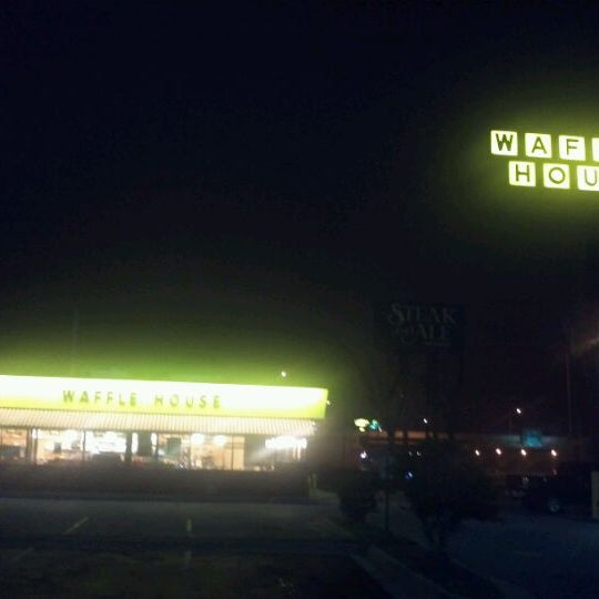 Photo taken at Waffle House by Glenn T. on 1/26/2012