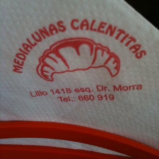 Снимок сделан в Medialunas Calentitas пользователем Drew O. 7/22/2011