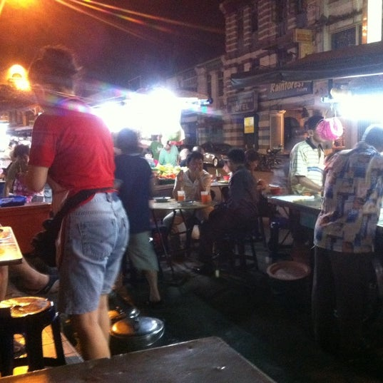 Photo taken at Chulia St. Night Hawker Stalls by Thomas SKS on 3/2/2011