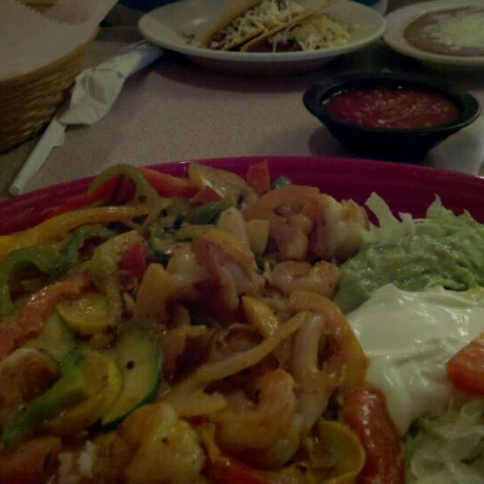 Photo taken at Mexico Restaurant by Cheryl L. on 6/1/2011